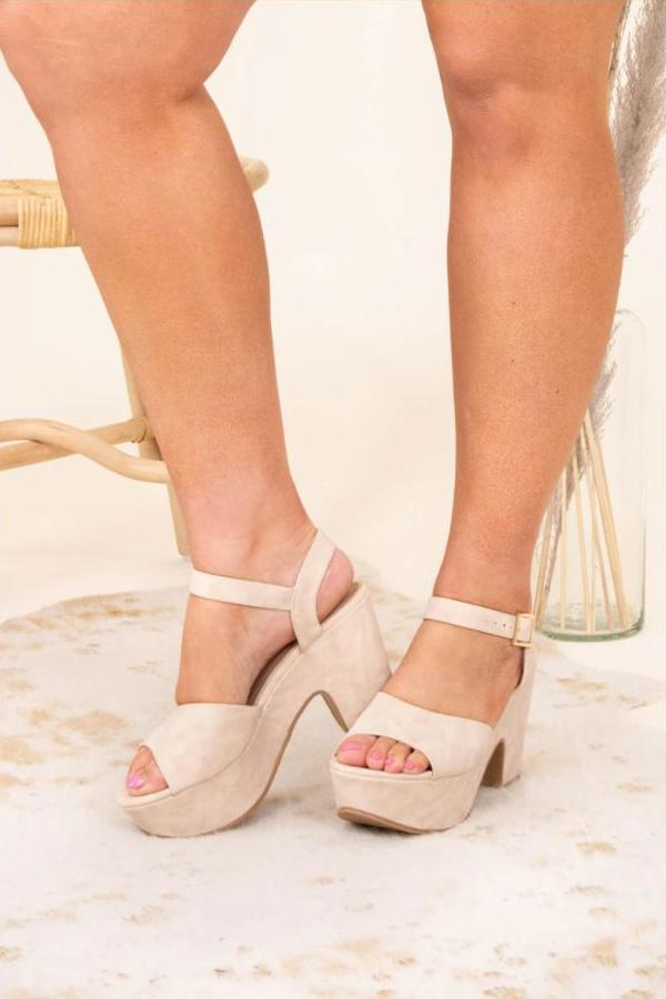 a pair of late night wedges in nude