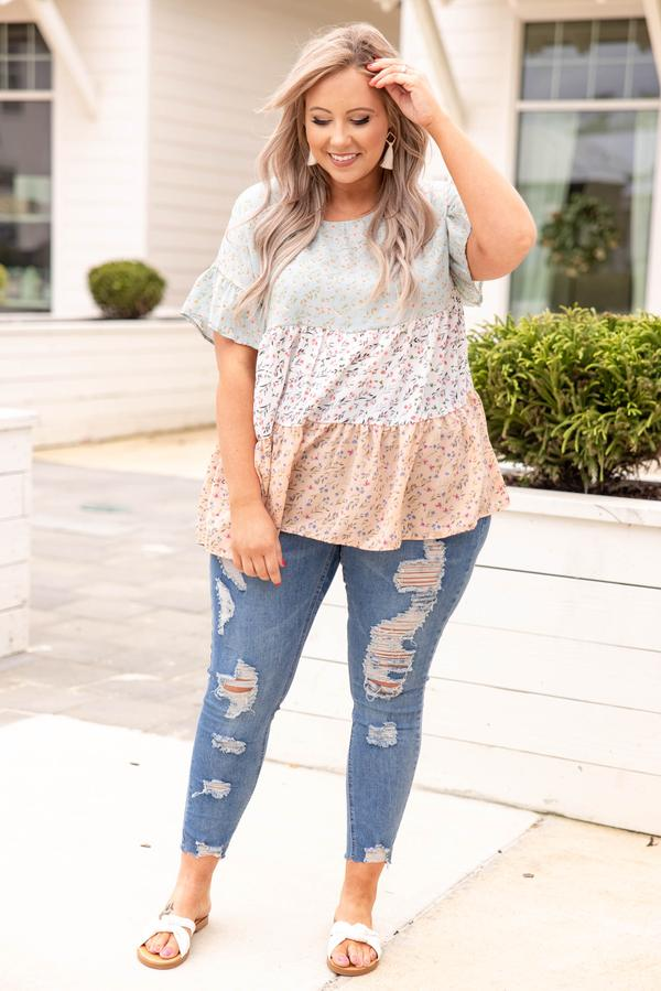 top, short sleeve, floral, ivory, peach, flowy, comfy